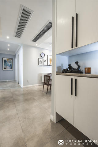 130㎡北欧三居装修玄关鞋柜设计