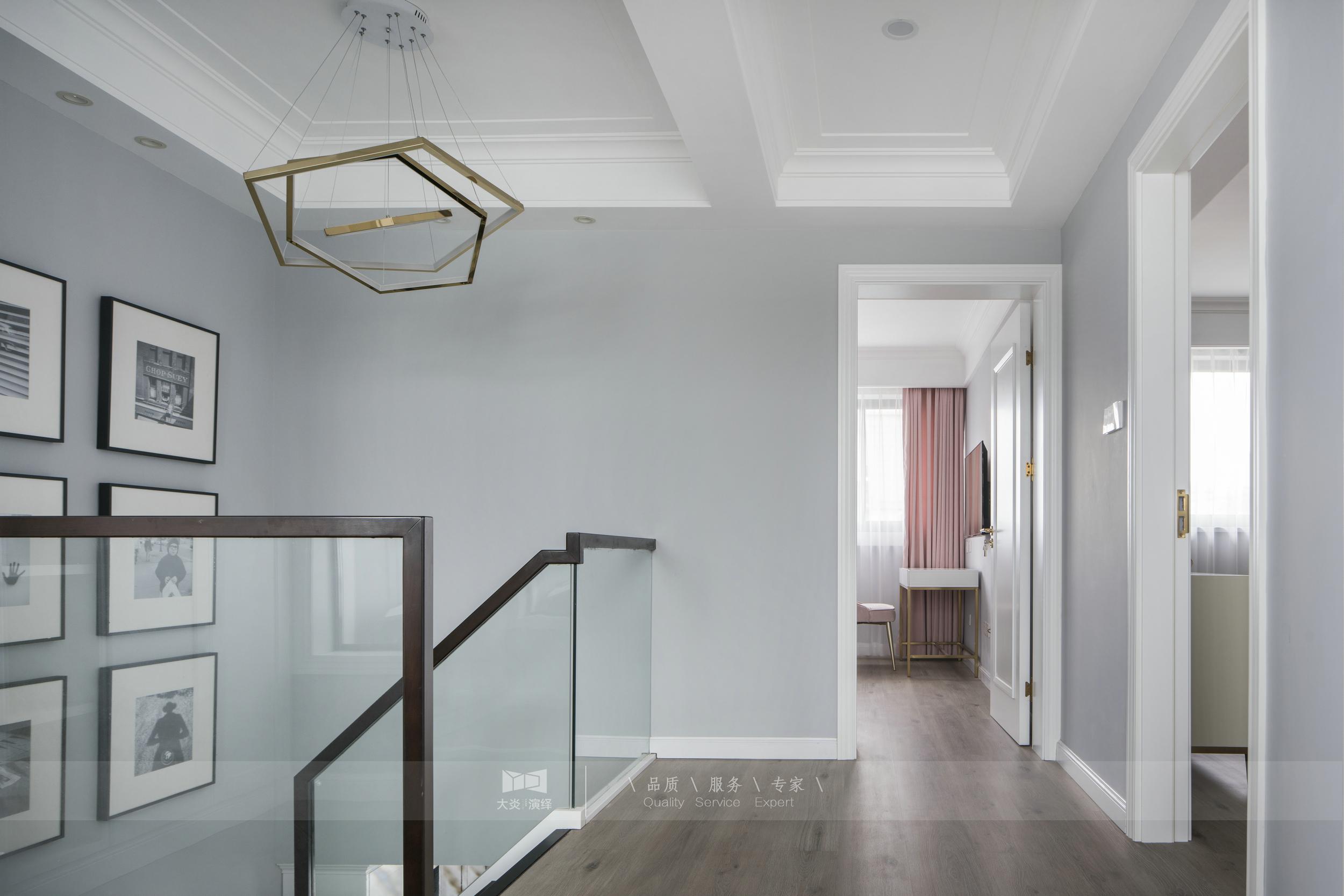 110㎡复式轻奢风装修楼梯间吊灯设计