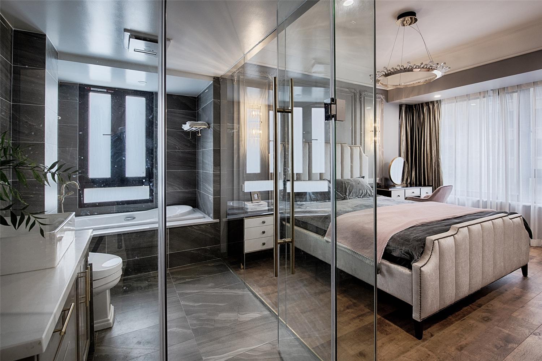 130平混搭风格卧室卫生间装修效果图