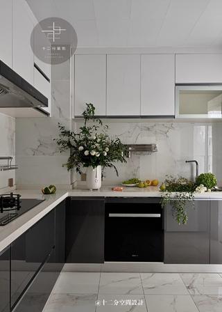 130㎡现代简约三居厨房装修效果图