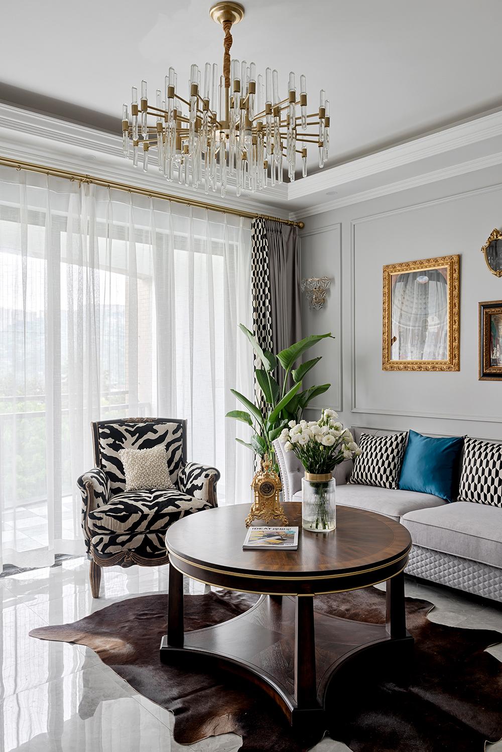 103平美式风格装修客厅吊灯设计