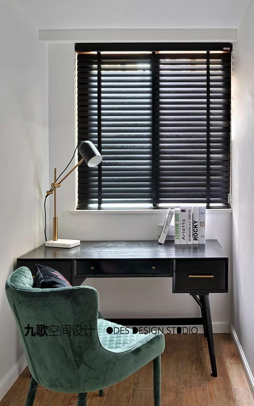 70平米两居室装修书桌设计图